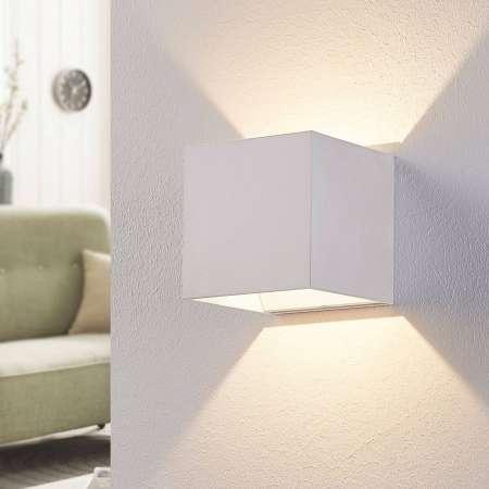 Arcchio Biele nástenné LED svietidlo Esma v tvare kocky
