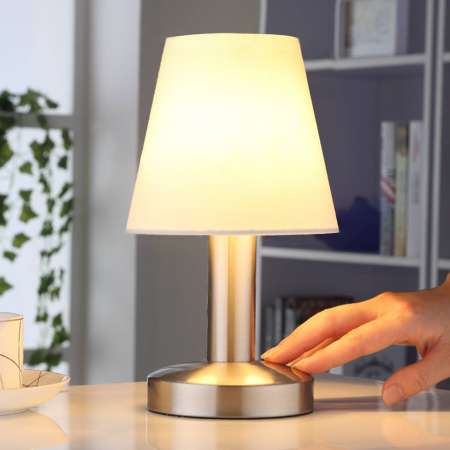 Lindby Nočná lampička Hanno s bielym textilným tienidlom