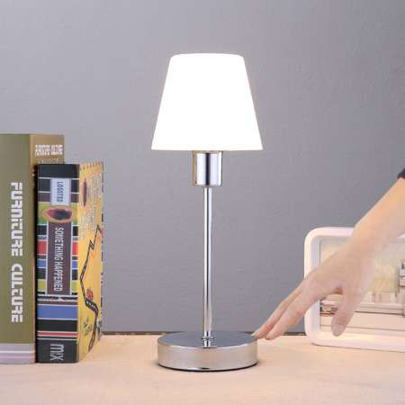 Lindby Stolná lampa Sascha so skleneným tienidlom