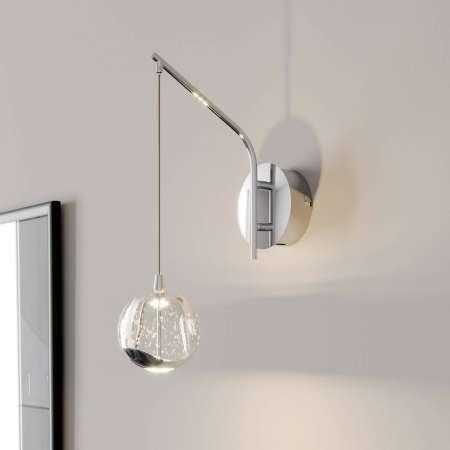 Lucande LED nástenná lampa Hayley, zavesená guľa, chróm