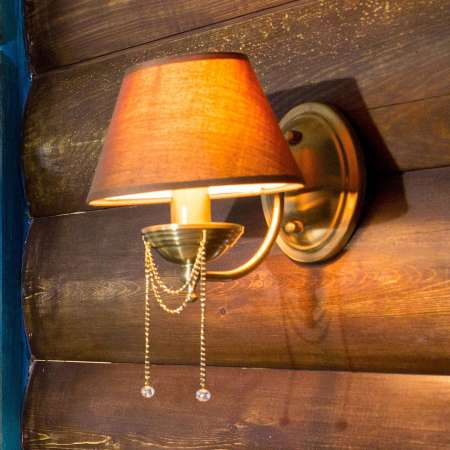 Maytoni Nástenné svetlo Chester hnedé textilné tienidlo